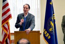 Sen. Ron Wyden, Mayor David Drotzmann