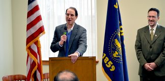 Sen. Ron Wyden, Mayor David Drotzmann